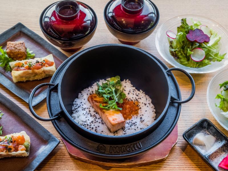 Salmon And Ikura Kamameshi Rice Pot Set