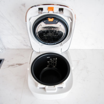 Every room is equipped with an easy-to-use rice cooker.