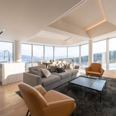 A warming, natural interior with expansive views.